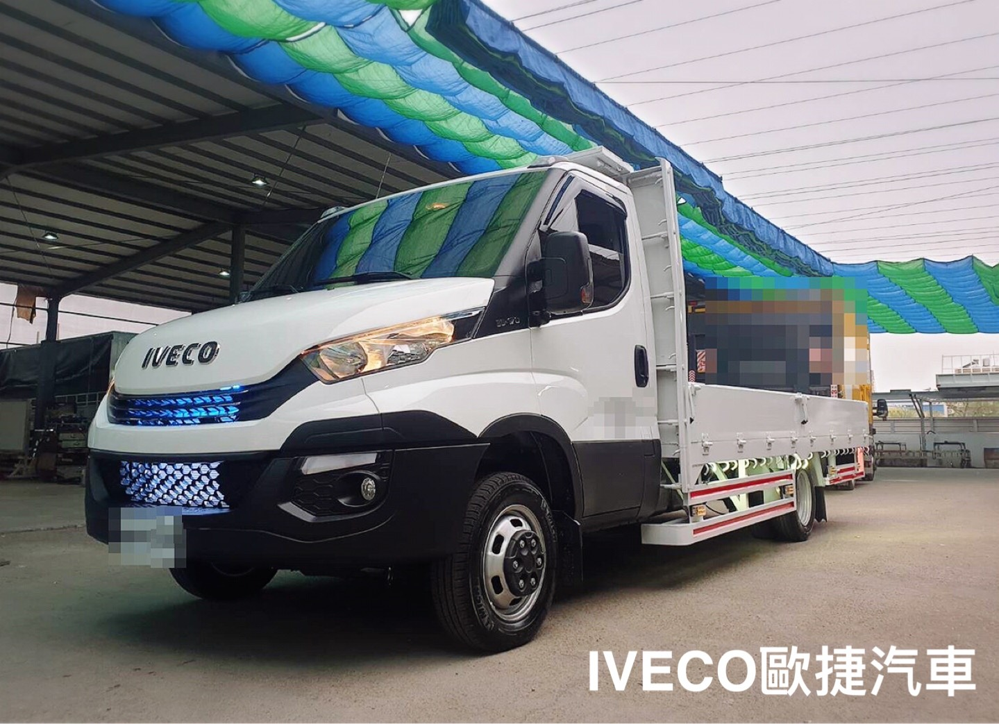 IVECO霸氣貨車燈照耀前行