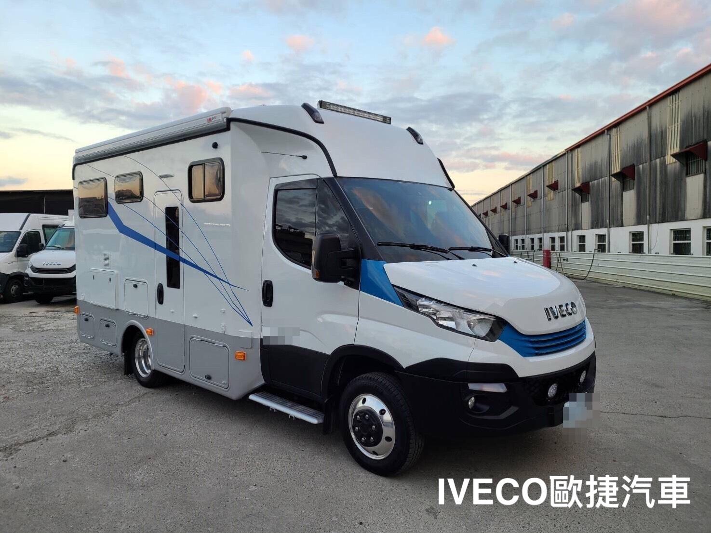 IVECO 白色露營車外觀